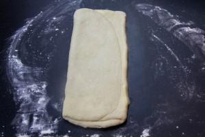 Abaissez la pâte en long vers le haut