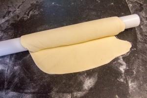 Enroulez la pâte sur le rouleau