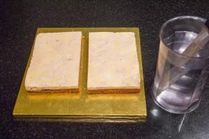 Coupez le gâteau en deux
