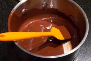 Préparez le glaçage au chocolat