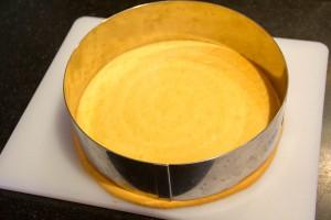 Ajustez la pâte aux dimensions du cercle