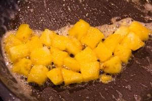 Dés ananas caramélisés