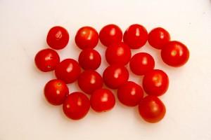 Nettoyez les tomates cerises