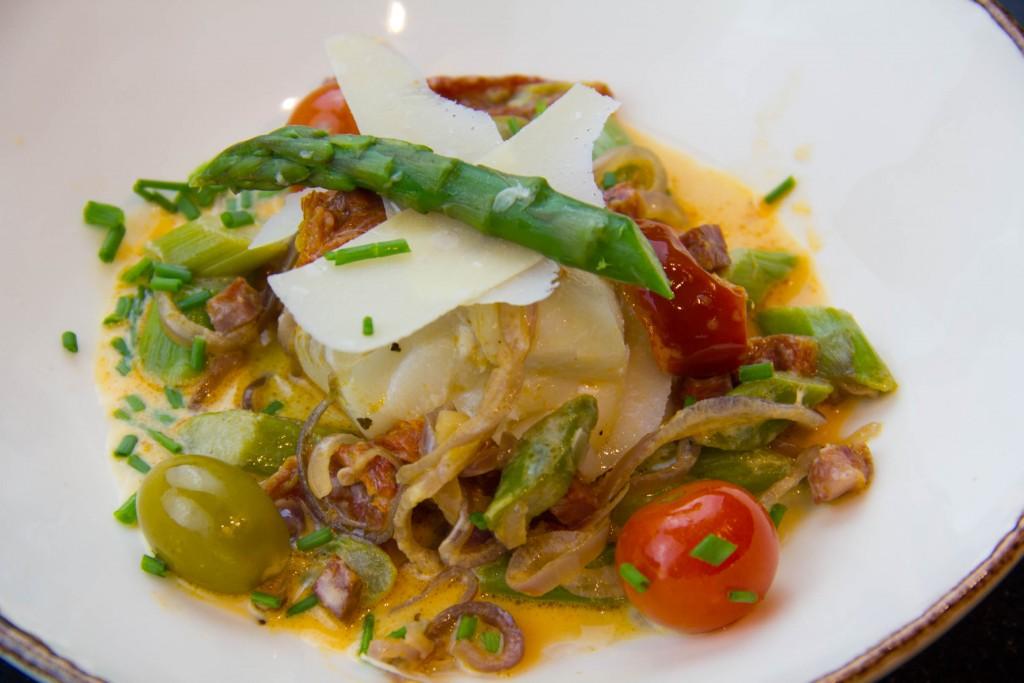 Cabillaud au chorizo, asperges du printemps basse température