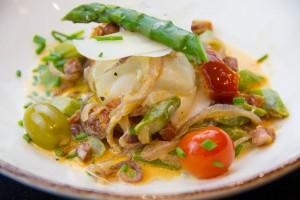 Cabillaud au chorizo basse température , asperges du printemps et petits légumes