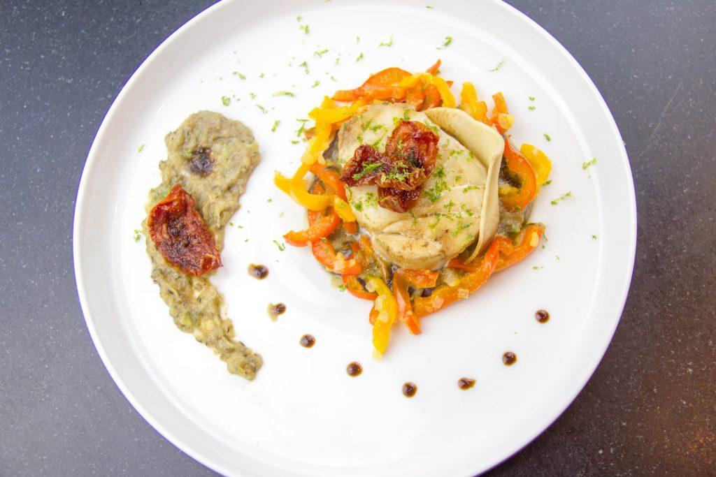 Tournedos de cabillaud au gingembre et sa poêlée de poivrons, aubergines en deux façons