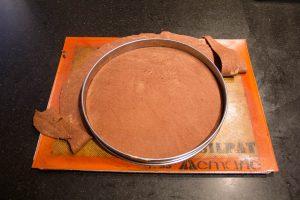 posez le cercle à tarte sur la pâte