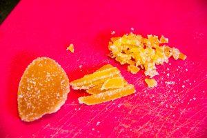Coupez le gingembre en tout petits morceaux