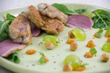 Salade de ris de veau croustillants et son pistou de poivron