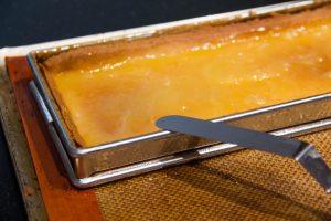 Badigeonnez le fond de tarte avec le lemon curd