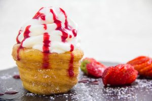 Choux à la crème revisité et son tartare de fraise