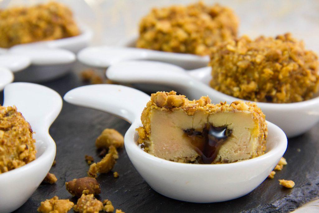Bonbons de foie gras aux noisettes et cœur balsamique