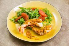 Queues de langoustes au barbecue, beurre de tomate et citron confit