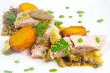 Côte de veau cuite basse température, sauce forestière et pommes de terre croustifondantes (Les carnets de Julie)