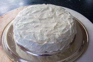 Masquez entièrement le gâteau