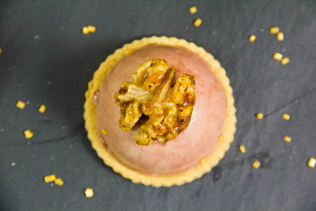 Elégantes tartelettes de foie de volaille, mangue et oignon