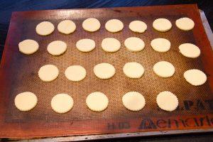 Disposez les ronds de pâte sur votre plaque