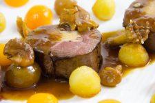 Magret de canard farci au foie gras, sauce au raisin de Philippe Etchebest