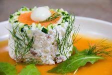 Terrine de sole aux crevettes grises et courgette, fraîche gelée