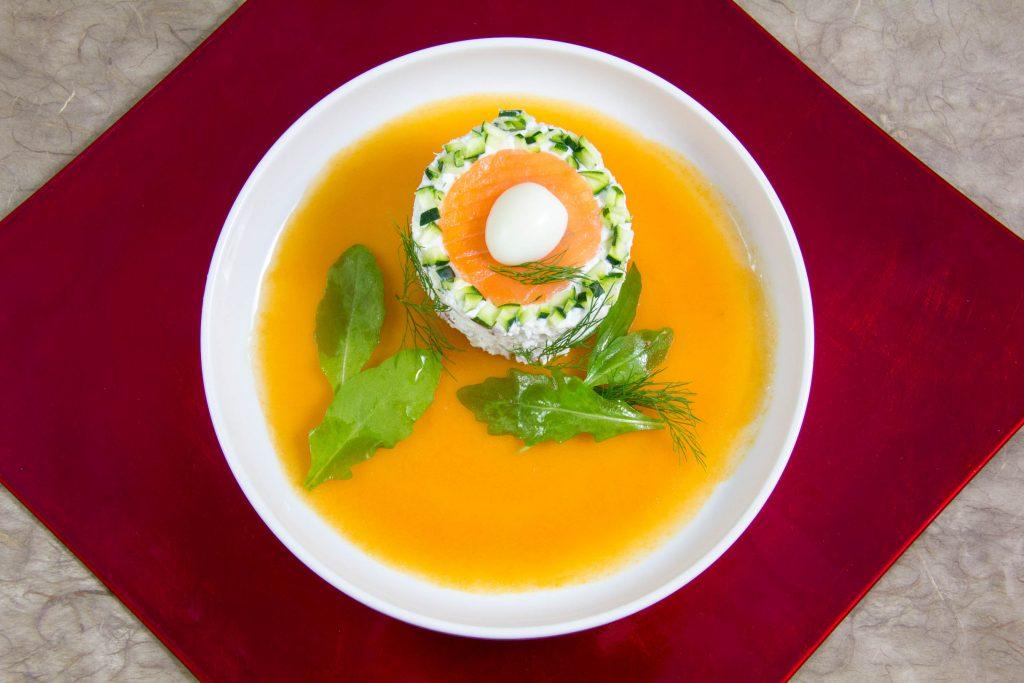 Terrine de sole aux crevettes grises et courgette, fraîche gelée de tomate