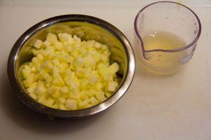 Coupez le concombre en petits dés