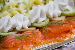 Saumon Gravlax à ma façon et sa salade croquante fruitée