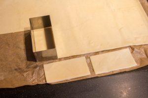 Découpez des rectangles de pâte feuilletée