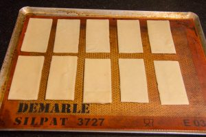 Cuire les rectangles de pâte feuilletée