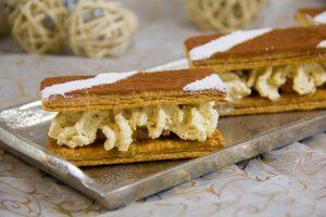 Disposez les rectangles de pâtes sur les mousses