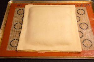 éposez l'autre abaisse de pâte par dessus la première