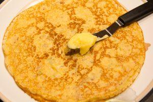 Au fur et à mesure empilez les crêpes en le tartinant au fur et à mesure avec le lemon curd