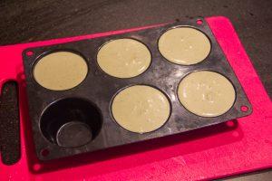 Versez dans des moules à muffins