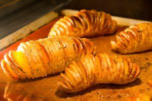 Enfournez les pommes de terre une heure à 200°