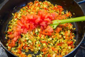 Ajoutez enfin les tomates en dés et le citron confit