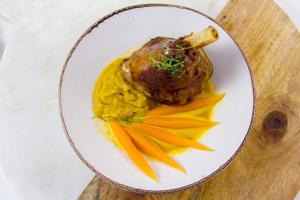 Souris d'agneau laquée, carotte dans tout ses états
