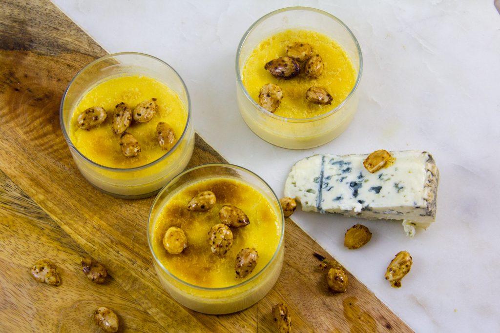 Crème brûlée au bleu d'Auvergne et amandes grillées