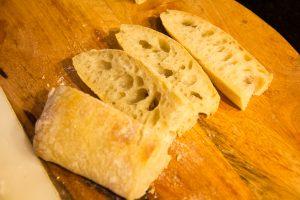 Coupez le pain que vous avez choisi en tranches
