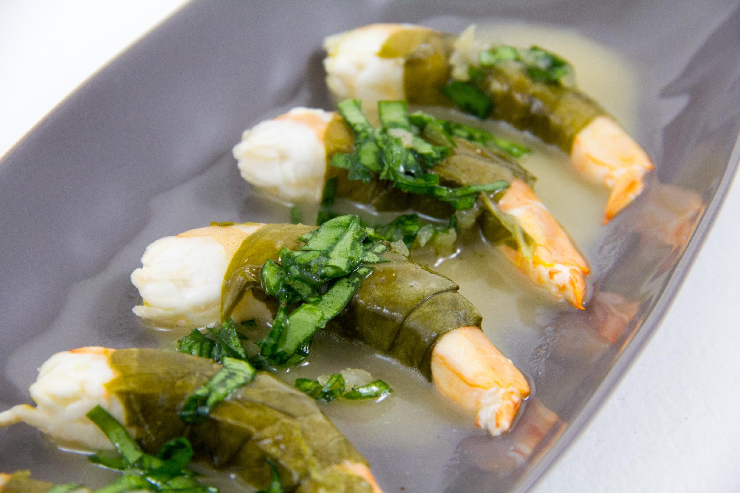 Gambas en robe d'oseille, sauce au Noilly Prat, cuisson basse température