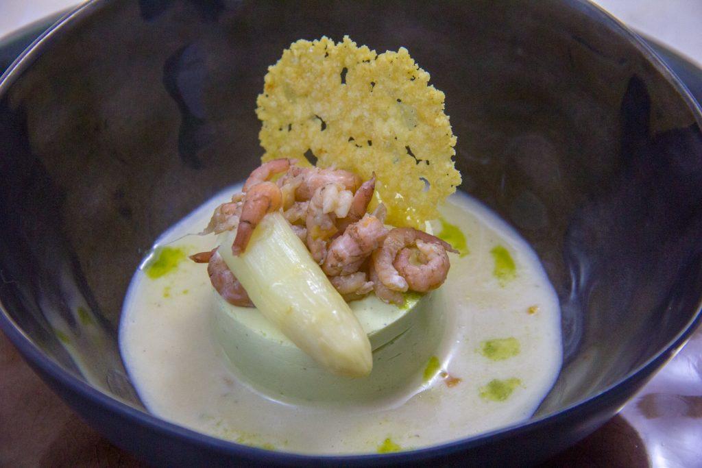 Bavarois d'asperge, crevettes grises et parmesan