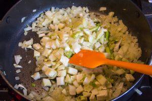 Quand l'oignon est devenu translucide ajoutez le fenouil
