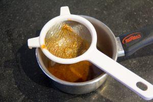 Récupérez le jus de cuisson que le rôti a rendu