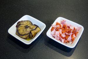 Coupez le jambon et le chorizo en petits morceaux