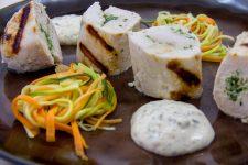 Blanc de volaille farci aux herbes et ses petites carottes, béarnaise légère sans beurre (recette basse température)