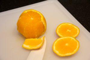 Pelez à vif les oranges