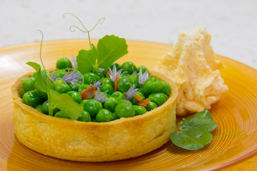 Tartelettes aillées aux petits pois et espuma au chorizo