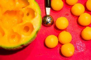 Prélevez des billes de melon