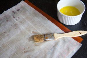 Beurrez les feuilles de pâte filo