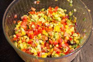 Mélangez tous ces ingrédients dans un grand saladier
