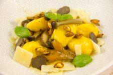 Gnocchis de butternut au parmesan et ses graines croustillantes, poêlée d'hiver