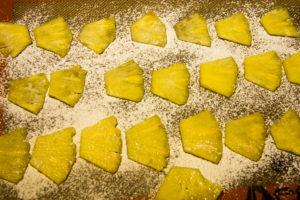 Enfournez les morceaux d'ananas pendant 2 h à 90°